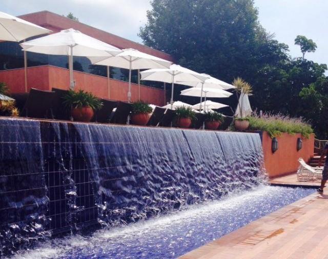 Hotel Villa Rossa - cascara piscina