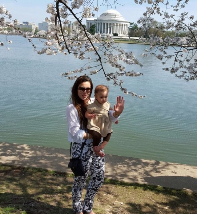 Patrícia curtindo a filha em passeio, em Washington DC - Foto: Arquivo Pessoal