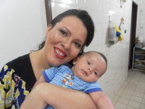 Adriana com o pequeno Foto: Arquivo pessoal