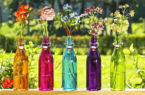 garrafa de vidro com flor