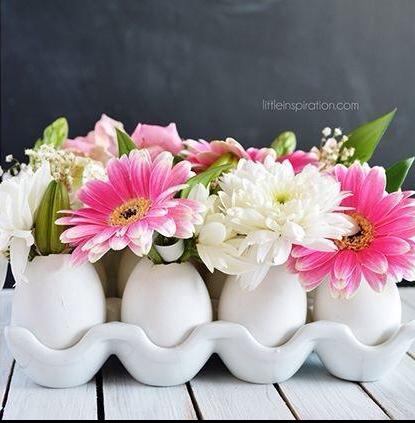 Na mesa você pode usar as casquinhas de ovos com flores no centro. Fica lindo! Foto: Pinterest