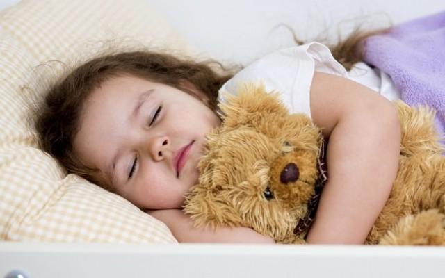 crianca-dormir-sono